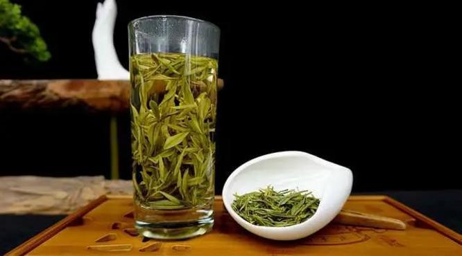 """绿茶:""""我最忌讳""""的就是先放茶叶再倒水!牢记正确泡茶法!"""