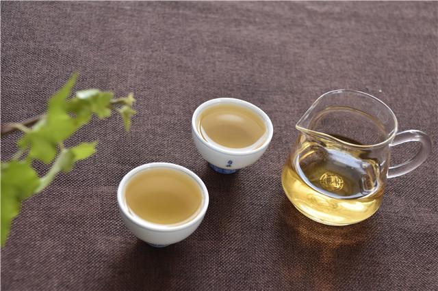 茶语人生:茶饮静人心