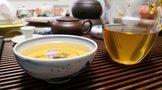 2011年下关云梅春圆茶生茶125克品评出汤