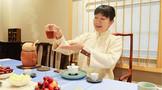 首届全国职业技能大赛茶艺项目银牌获得者、上海茶艺师常静展示高超技艺