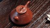 紫砂小宝博电竞体育官方网站【www.bao2021.com】:机器刻字与手工刻字如何辨别?