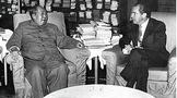"""1972年尼克松嫌毛主席赠4两红茶太""""抠门"""",周总理如何巧妙化解"""