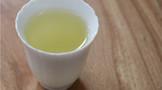 你泡茶是先放茶叶还是先倒水?